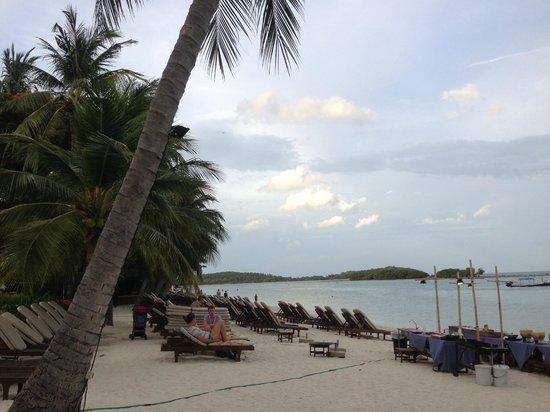 Chaweng Regent Beach Resort: 浜辺