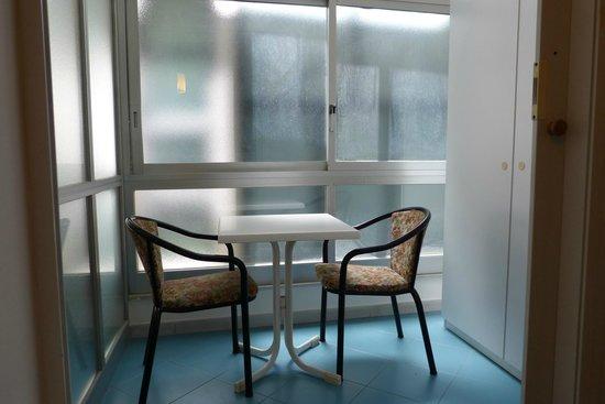 Hotel Posta : le petit salon attenant à la chambre