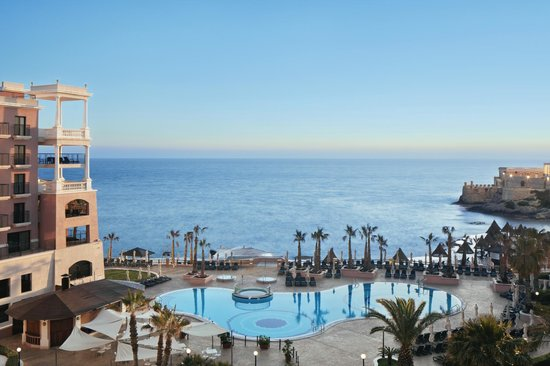 The Westin Dragonara Resort, Malta: Bay View Pool and Beach Area