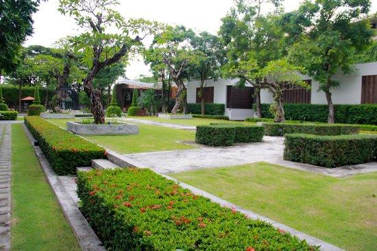 Malisa Villa Suites: Garden