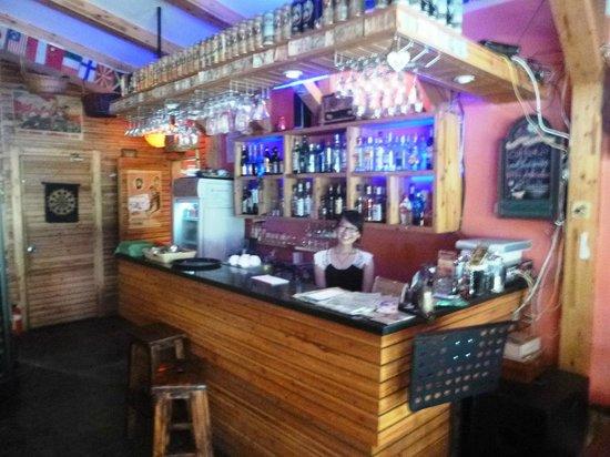 Lakeside Inn: The 'bar' reception with friendly staff