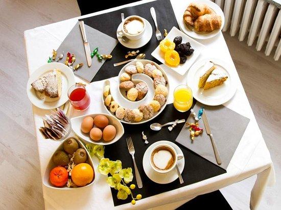 Hotel Cairo : Ricca colazione a buffet