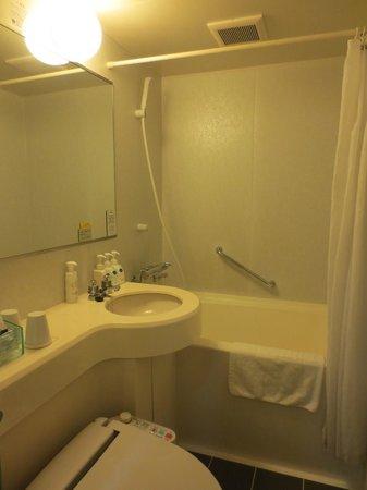 Hotel Villa Fontaine Nihombashi Hakozaki: Shower