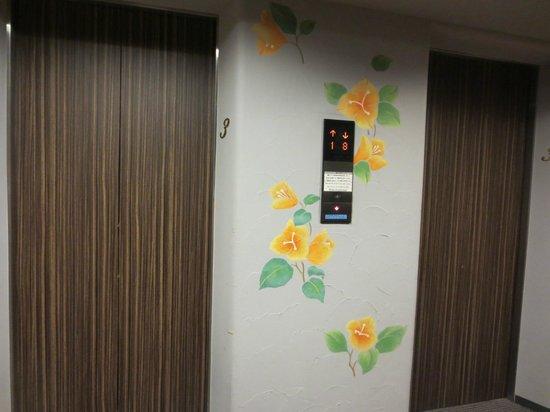 Hotel Villa Fontaine Nihombashi Hakozaki: Elevator