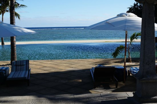 Maradiva Villas Resort and Spa: view from the pool