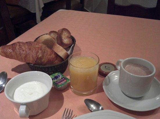 Hotel Santa Barbara de la Vall d'Ordino : Desayuno