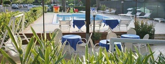 Esterno Hotel Primula Azzurra Pinarella di Cervia (RA)