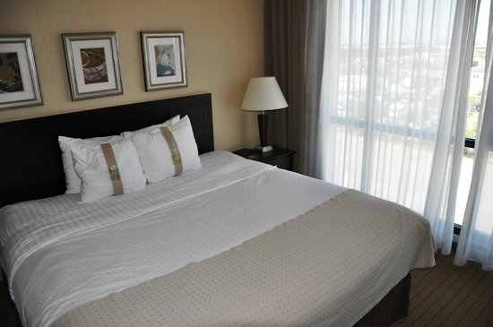 Staybridge Suites London: Good size bed