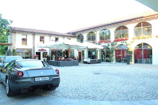Hotel Cascina Canova: giardino