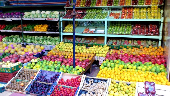 Tiba Pyramids Hotel: Local fruit vendor