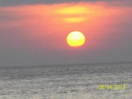 Sunset Tamaraw beach5