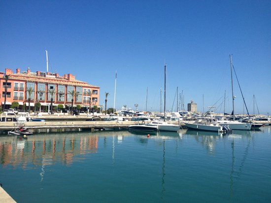 Alhambra Travel - Red Label Experience: Sotogrande Port.
