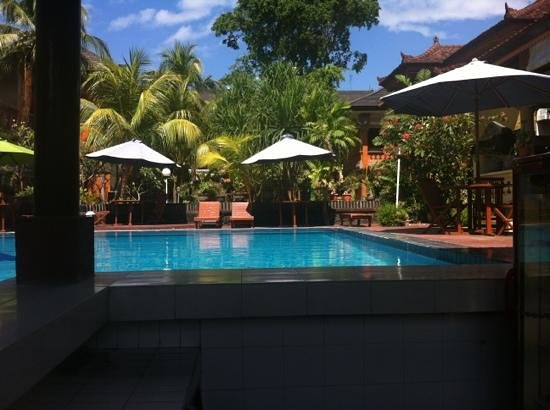 Bakungs Beach Hotel: view from pool bar