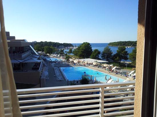 Laguna Molindrio Hotel: Blick vom Zimmer auf den Pool und das Meer