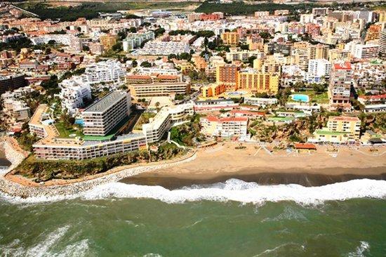 Apartamentos Roca Chica: Situación del edificio vista aerea