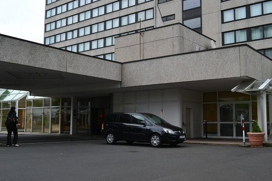 Sheraton Frankfurt Congress Hotel: Hotel entrance