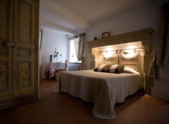"""Cote-Serein - Chambres de la Tour Cachee : chambre """"la garde"""""""