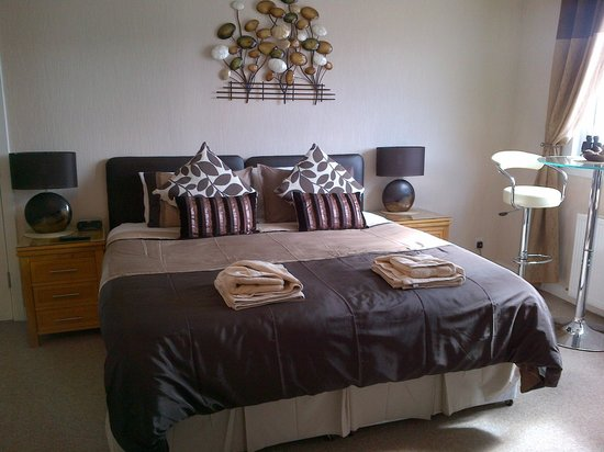 Ardlair Ullapool Bed & Breakfast: The queen bed in our Suite