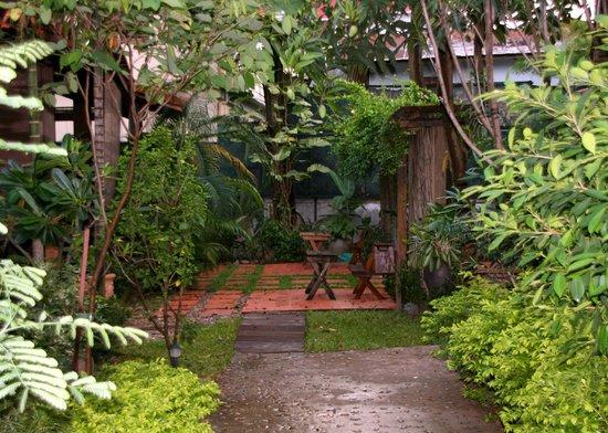 Auberge Sala Inpeng (Mekong Riverside Inn): Garden