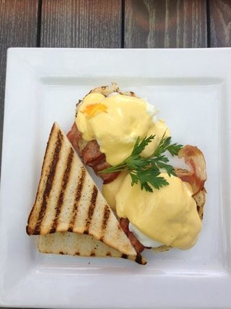Coogee Bay Hotel: breakfast at the brasserie
