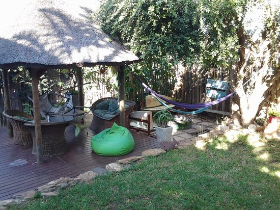 Ubuntu Backpackers: hammocks and chill area