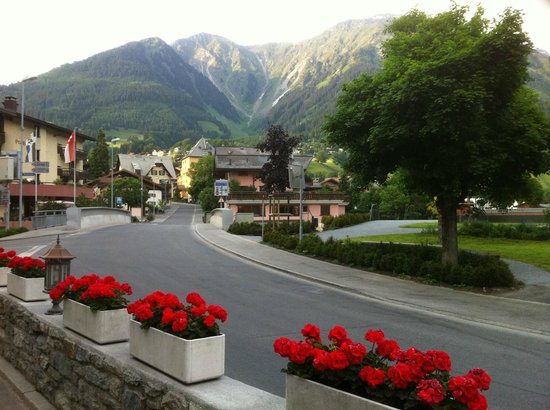 Silvretta Parkhotel Klosters: View from front of hotel