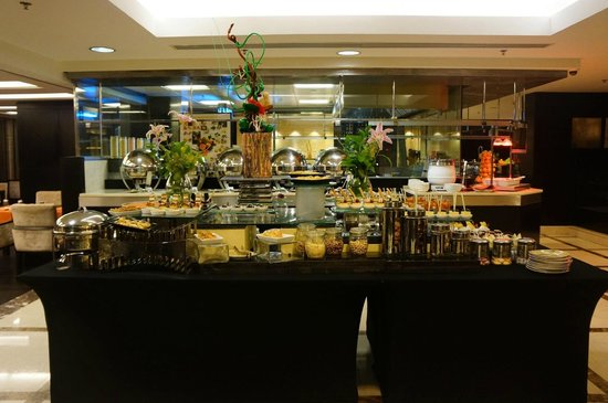 Twist Restaurant: Buffet Table