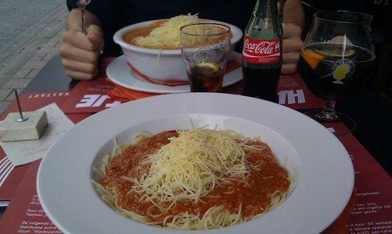 de kastart: A small spaghetti bolognese (and a medium spaghetti Kastart across)