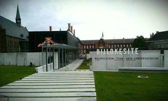 STAM Ghent City Museum: Entrance