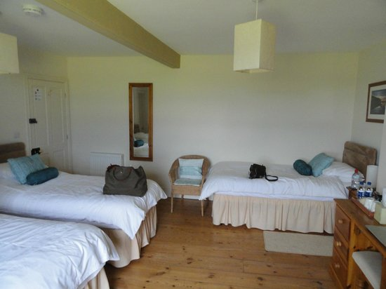 Carraw Bed & Breakfast: Our lovely spacious room