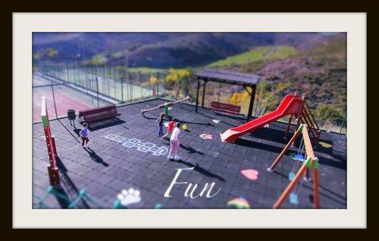 Colina Del Paraiso: Playground, tennis x2, padel tennis x 2