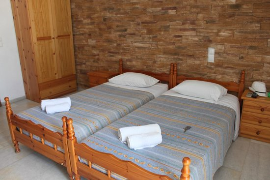 Agios Prokopios Hotel: Two single beds