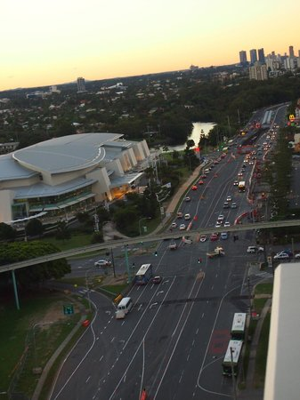 Meriton Suites Broadbeach: The street view