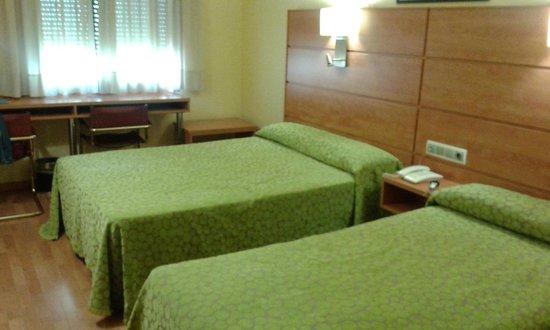 Hotel Avenida: Habitación triple