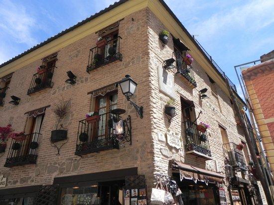 Hostal Casa de Cisneros: La fachada del Hotel
