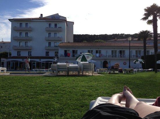 Hotel Marina Tossa: Hotel from garden