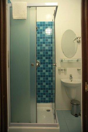 Nanotel : Bathroom