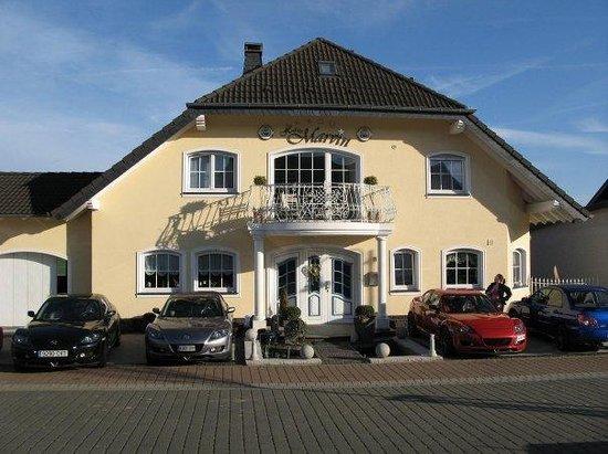 Haus Marvin: Exterior con nuestros coches