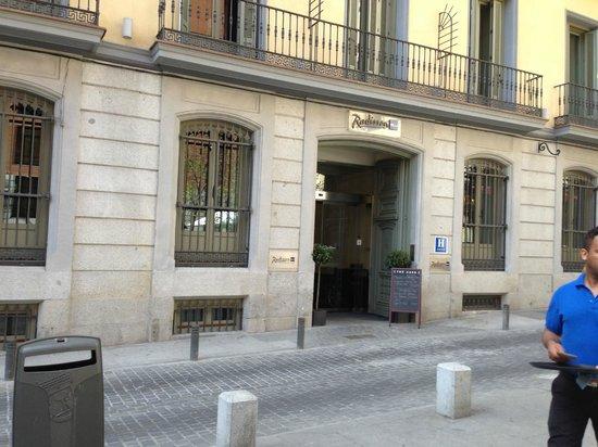 Radisson Blu Hotel, Madrid Prado : The entrance