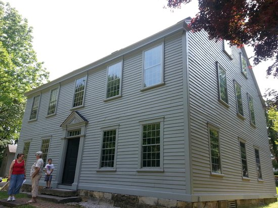 the front of the home picture of nathanael greene homestead