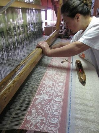 Museo-Laboratorio di Tessitura a Mano Giuditta Brozzetti : Watch weavers at work as they've done since the 1800's.