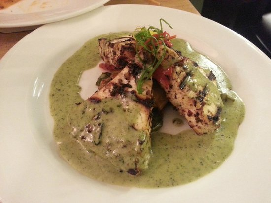 Basilico : Cottage Cheese steak in pesto cream sauce