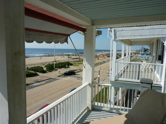 Shawmont Hotel: The Balcony