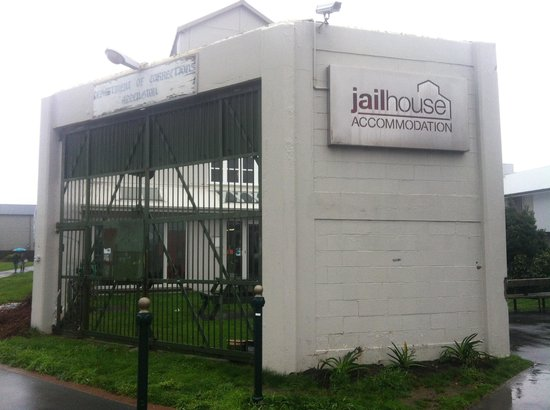 Jailhouse Accommodation: Outside view!