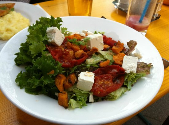 Marinehof: Salad with Feta cheese chunks