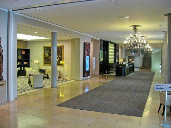 Steigenberger Hotel Drei Mohren: Hotel foyer