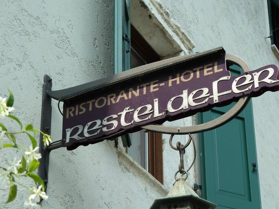 Locanda Restel De Fer: Hotel sign