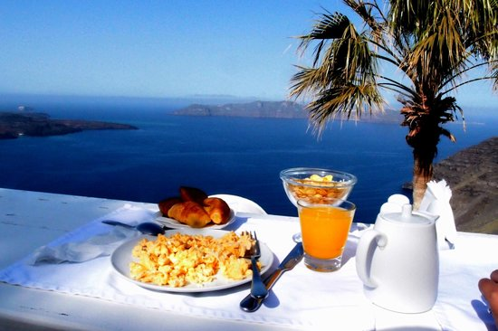 Mill Houses Elegant Suites: Breakfast with a view..