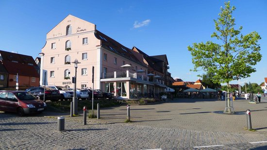 Hotel Am Yachthafen: Hotel (Seitenansicht)