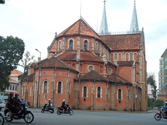 Liberty Hotel Saigon Parkview: Notre Dame Cathredal